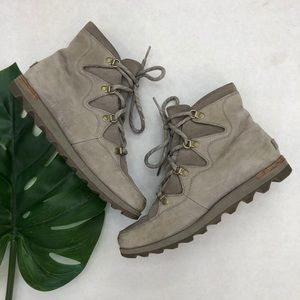 Sorel Grey Suede Lace Up Boots Size 10